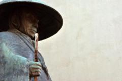 shinran-statue