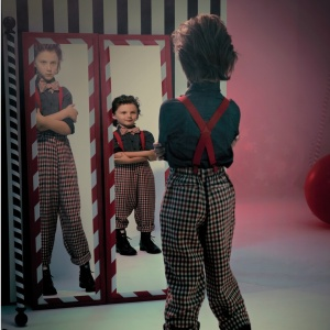fun-house-mirrors-boy-005-009-comp-md109073_sq