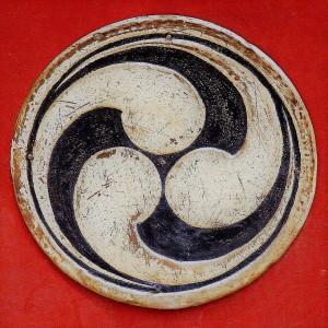 tomoe-archaic-japanese-abstract-shape-alberto-bizzini